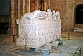 Portugalia Alcobaga grobowiec krola piotra I w kaplicy kosciola.jpg