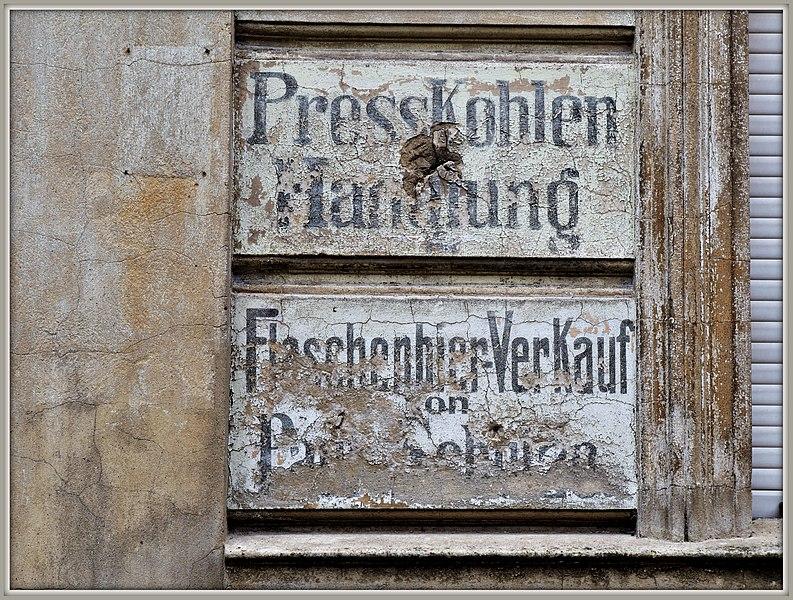 File:Presskohlen und Flaschenbier (37052093690).jpg