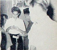 Rd Ariffien being interviewed Dunia Film 15 May 1954 p17.jpg