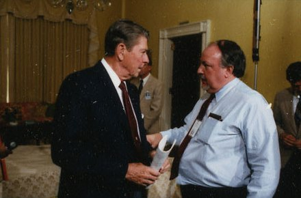 Ailes with President Ronald Reagan in 1986 Reagan Contact Sheet C36903 (cropped).jpg