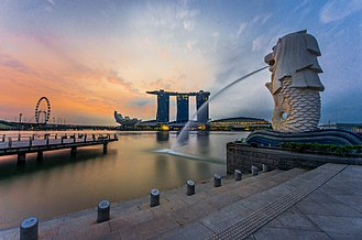 Merlion - The Merlion seen from its back with a view at the three towers of the Marina Bay Sands
