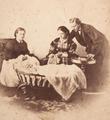 Rei D. Luís, Rainha D. Maria Pia e Príncipe Real D. Carlos - F.A. Gomes, 1863.png