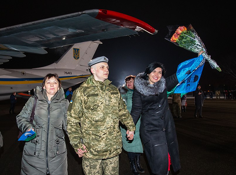 Return of liberated citizens to the territory controlled by Ukraine (2019-12-29) 004.jpg