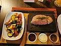 Rohes Steak auf heißem Stein 2020.JPG