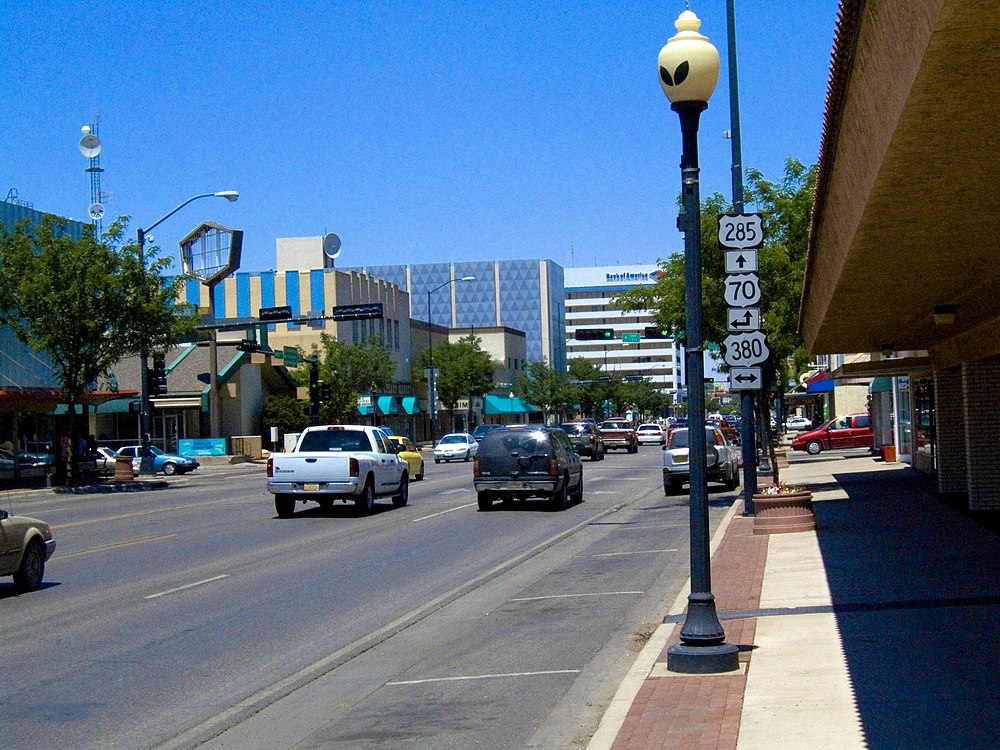 The population density of Roswell in New Mexico is 624.82 people per square kilometer (1618.01 / sq mi)