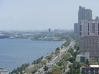 Roxas Boulevard - Image: Roxas blvd. along Manila Bay; aerial shot from Legaspi Towers