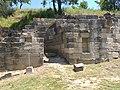 Rrënojat e një prej tempujve ne Apolloni.jpg