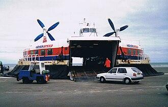 SR.N4 - Princess Anne loading in 1989