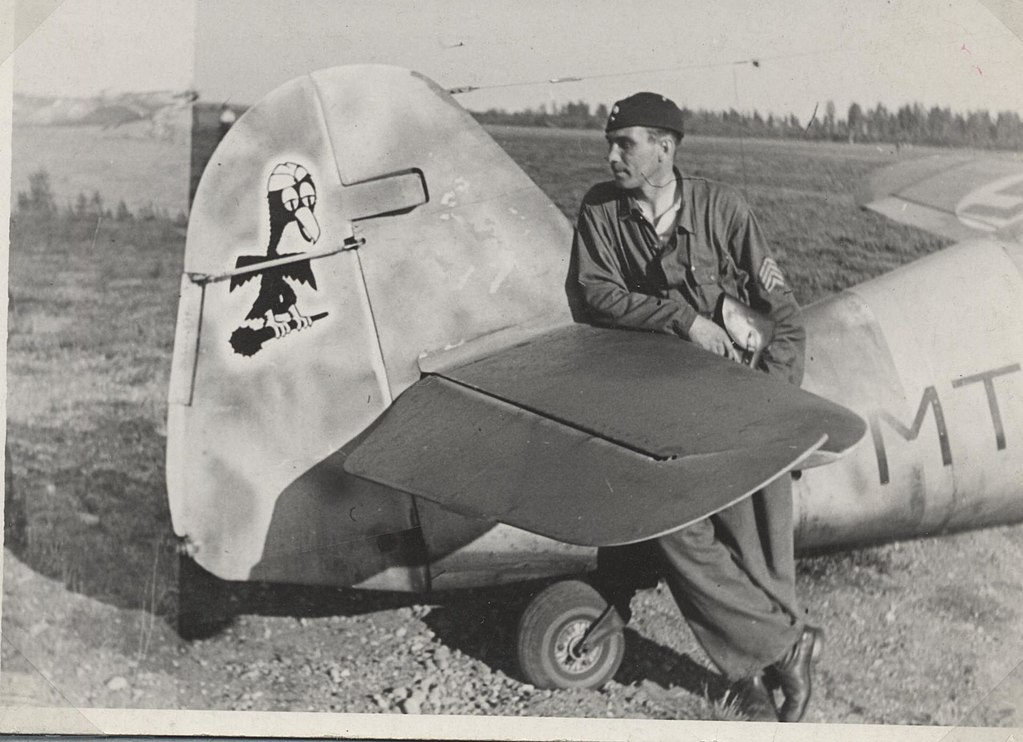 SSgt. Erik Lyly with his Bf 109 G2 aircraft at Utti AFB, summer 1943