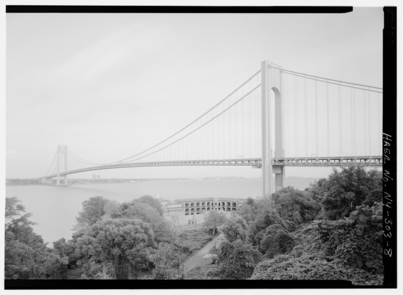 File:STATEN ISLAND TOWER OF THE VERRAZANO-NARROWS BRIDGE, FORT WADSWORTH IN FOREGROUND - Verrazano-Narrows Bridge, Spanning Narrows between Fort Hamilton (Brooklyn) and Staten Island, HAER NY,24-BROK,57-8.tif