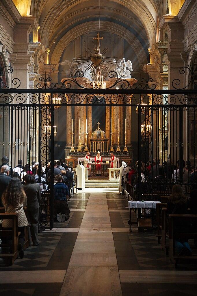 Intérieur de l'église Santa Trinita dei Monti à Rome - Photo de User:MatthiasKabel