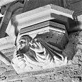 Schalkbeeldje boven pijler 17 - Amsterdam - 20013040 - RCE.jpg