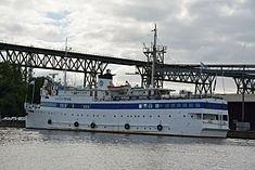 Schleswig-Holstein, Hochdonn, Fähranleger am N-O-Kanal; das Motorschiff Brahe lag dort als Hotelschiff für Wacken Open Air 2015 NIK 5430.jpg