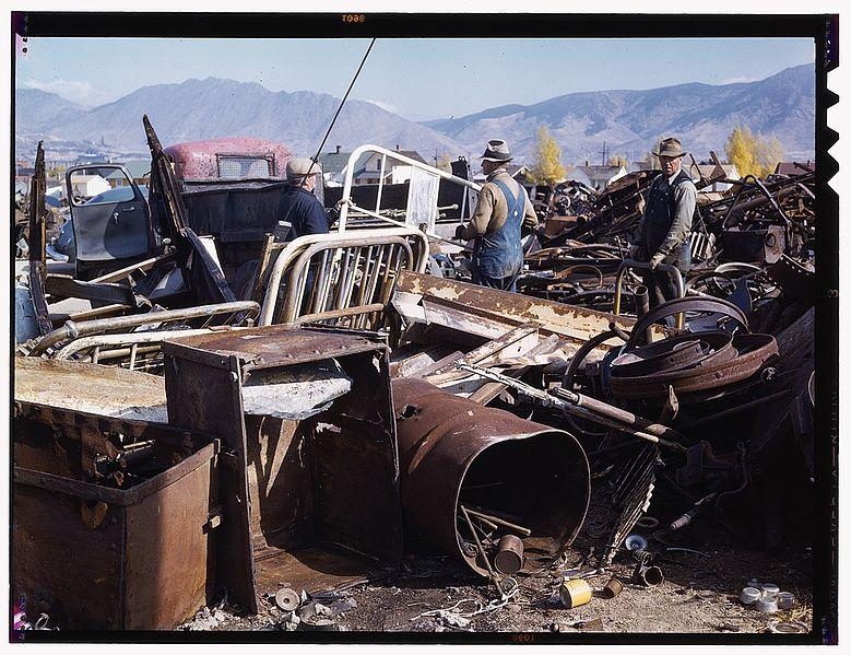 Datei:Scrap and salvage depot, Butte1a35026v.jpg
