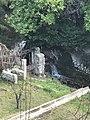 Seuil et martelière à proximité du lavoir de St Zacharie.jpg