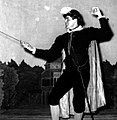 Shakespearean.actor.in.fencing.stance.jpg