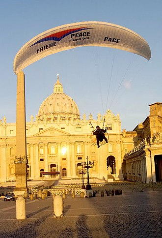 Andi Siebenhofer - Siebenhofer's landing on St. Peter's Square on 28 March 2003
