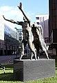 Skulptur Mauerstr 11 (Mitte) Mauern durchbrechen&Georgi Tschapkanov&2006.jpg
