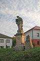 Sloup se sochou sv. Jana Nepomuckého (Kunčice).JPG