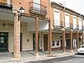 Soportales en la Plaza de Paredes de Nava - panoramio.jpg