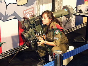 Spike (missile) - Israeli soldier with MR/LR type Spike launcher