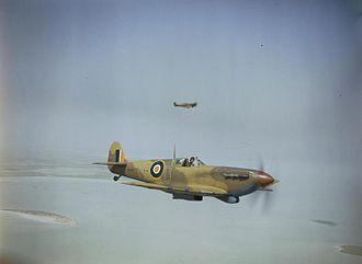 9 Squadron SAAF - Image: Spitfire V Bs 40 Sqn SAAF over Tunisia 1943
