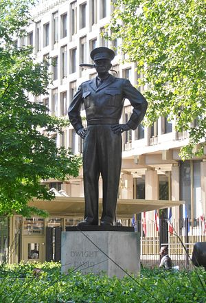 Embassy of the United States, London - Statue of Dwight D. Eisenhower outside the embassy