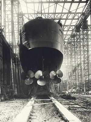 HMS Opal (1915) - Image: Stern view of HMS Opal (13942367118)