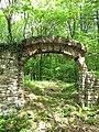 Třebotovský židovský hřbitov, bývalá vstupní brána (002).jpg