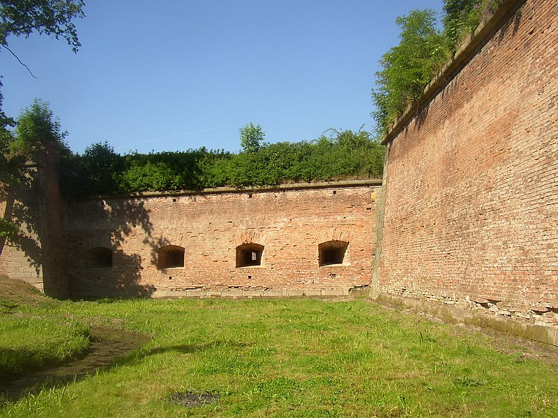 File:Terezin CZ fortification artillery casemates 032.jpg