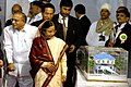 The President, Smt. Pratibha Devisingh Patil looking the model of Charkop – Bandra - Mankhurd Metro Rail Project, at the Bhoomipoojan ceremony, in Mumbai on August 18, 2009.jpg