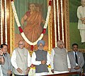 The Prime Minister Dr. Manmohan Singh paying floral tribute on the occasion of Birth Anniversary of Smt. Sarojini Naidu at the Central Hall of the Parliament, in New Delhi on February 13, 2006.jpg