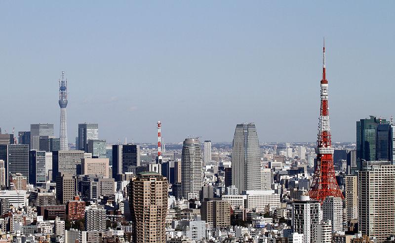 Súbor:Tokyo Tower and Tokyo Sky Tree 2011 January.jpg