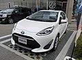 Toyota AQUA S (DAA-NHP10-AHXNB) front.jpg