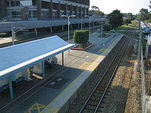 East Perth railway station - Northbound view in April 2005