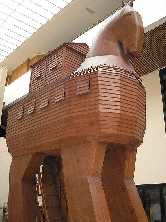 Reconstitution du cheval de Troie au musée d'archéologie d'Istanbul ayant inspiré la p. 6 de Mon cahier d'archéologie (© Deror Avi - CC BY-SA 2.5) via Wikimedia Commons