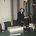 Tweede Kamer prof Witteveen biedt miljoenennota aan, Bestanddeelnr 254-8199.jpg