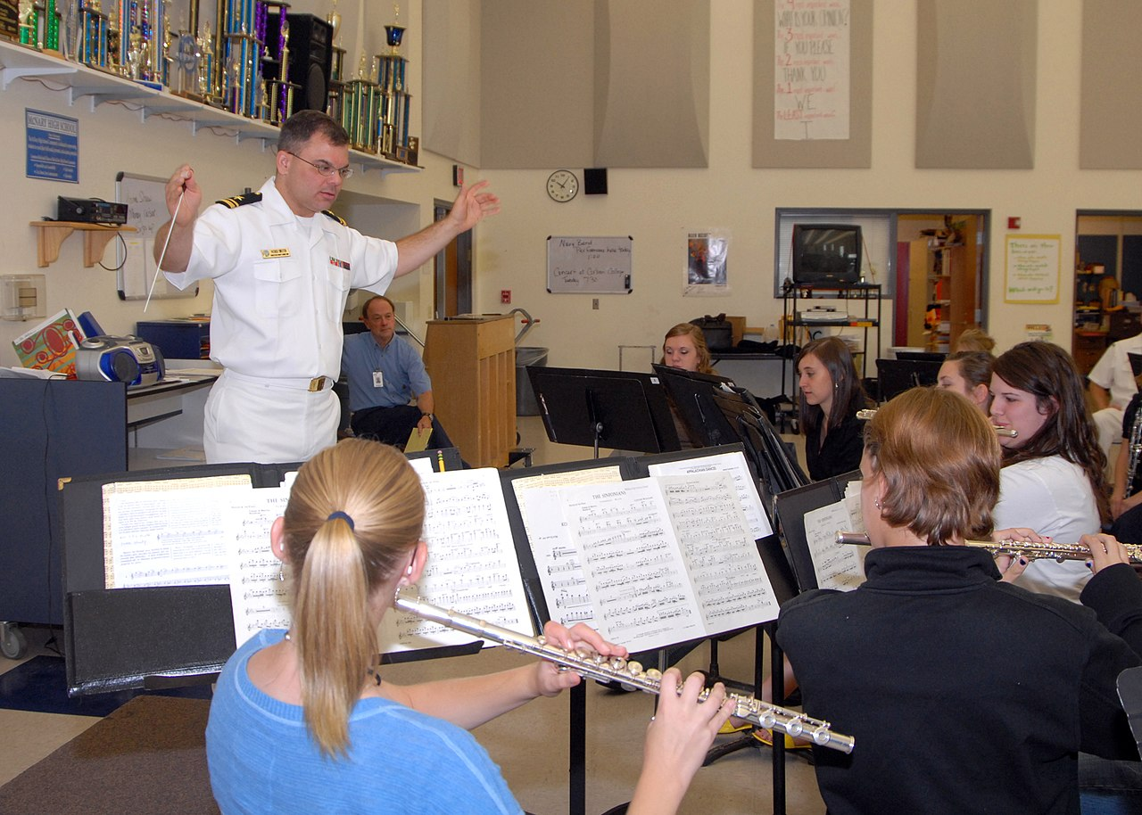 Music lecture classes in college subjects