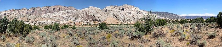 US Utah Dinosaur Monum Panorama 9.jpg