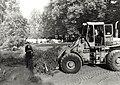 Uitbreiding van de Begraafplaats bij de Ned.Herv.Kerk aan de Binnenweg te Bennebroek afbeelding door United Photos de Boer. - Haarlem de Boer, 1985. - 1 foto 12,5x17,5 cm. Afgebeeld is een m, NL-HlmNHA 1478 25900 K 38.JPG