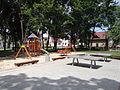 Ulanów - plac zabaw i fontanna na Rynku (02).jpg