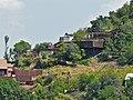 Une maison adossée à la colline - panoramio.jpg