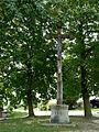 Věžovatá Pláně, kříž v centru (01).jpg
