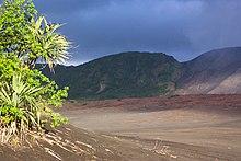 La spianata di cenere vulcanica del Mount Yasur nell'isola di Tanna.