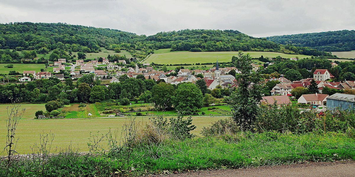 View of Verrey-sous-Salmaise from the road to Vitteaux