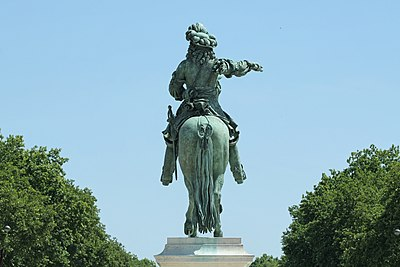 Versailles, statue équestre de Louis XIV 01