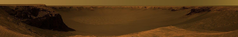 Aproximación a la imagen, observada con filtro de color amarillo, tomada por el Mars Exploration Rover Opportunity. Muestra la vista del cráter Victoria desde Cabo Verde. Fue capturada durante un período de tres semanas, desde el 16 de octubre hasta el 6 de noviembre de 2006.