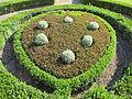 Villa la petraia, ext., giardini 05 stemma medici in arte topiaria.JPG