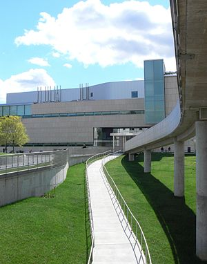 Virginia Museum of Fine Arts - Image: Virginia Museum of Fine Arts entrance Fall 2010
