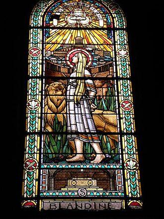 Église Saint-Pothin - Image: Vitrail de Ste Blandine par Bégule